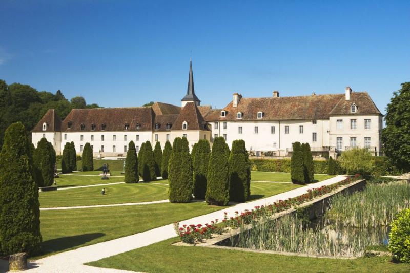 22338-chateau-de-gilly-vue-exterieure1-263774