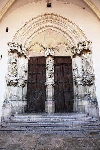 8074-portail-de-l-y-glise-puits-de-moise-office-de-tourisme-de-dijon-matthieu-chy-neby-320x480-133206